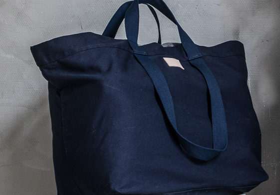 Und Giant Tote in Night Blue